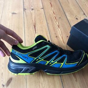 Salomon sko i perfekt stand. Brugt nogle fra gange, men er helt som nye. 1400,- var nypris. Sælger for 500.