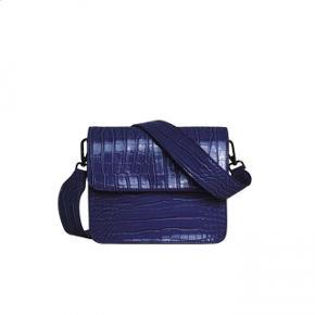 Sælger denne super fine taske fra Hvisk, da jeg desværre ikke får den brugt.  Bytter ikke, men kom gerne med bud :)   Kan både sende og mødes i København eller omegn.