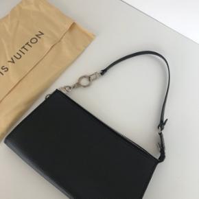 Louis Vuitton. Aldrig brugt. Udgået model. Np 2.660kr. Mp 3.000kr.