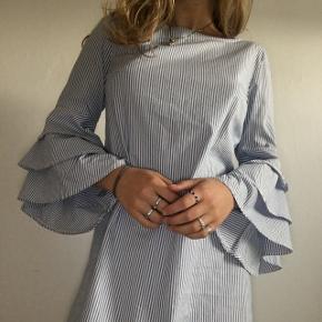 Sød kjole fra Only  Brugt få gange  Np: 400kr Mp: 150kr Str: 34