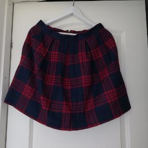 Uld nederdel fra Tommy Hilfiger. Brugt men ingen skader.