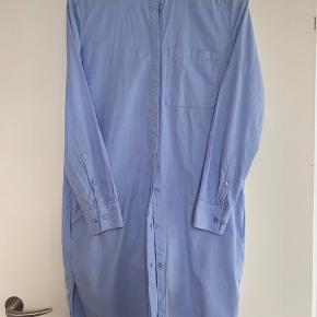 Josefina shirt/dress in light blue cotton. Light and loose with lots of wearing possibilities.