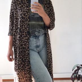Fin leopard overdel fra Pigalle. Kan afhentes på Østerbro eller sendes mod betaling. Se min profil for mange flere fund 🌺