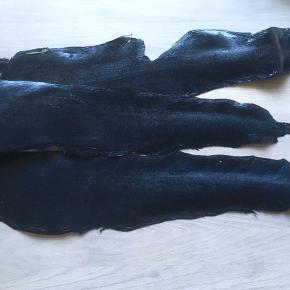 3 mørkeblå fiskeskind. Sælges for 15 kr. pr. styk