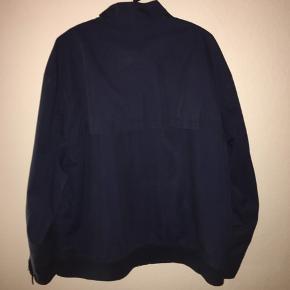 Lacoste jakke Xl, men passer medium 250kr  Skriv på 29104585 for flere billeder eller info:)