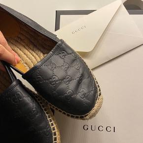 Gucci espadrillers str 39, sælges da jeg syntes de er lidt for små. Jeg har selv købt dem brugt.  Æske, dustbag, og kvittering medfølger
