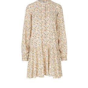 Envii kjole, blomster mønster. Str S. Afhentes i Aarhus.