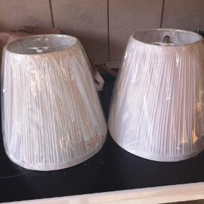 To lampeskærme fra ikea, helt nye 🌸