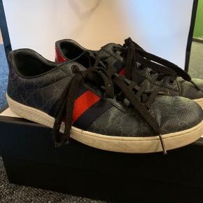 Eventuelle spørgsmål om skoen, så henvend dig gerne. Dustbags, æske, pose samt kvittering medfølger. - Skoen er oprindeligt til mænd.