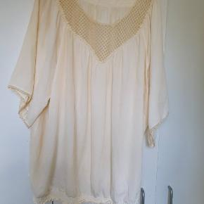 Zizi bluse sælges  Str L Bryst ca 2x 72 cm og længde ca 84 cm
