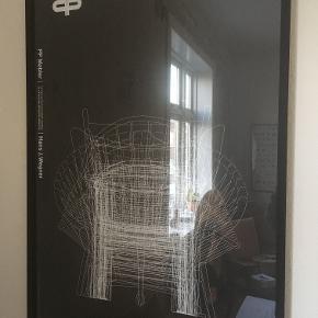 """Tryk af Hans J. Wegner.  """"Lines"""". Fra PP Møbler. Måler: 70x100 cm Plakaten er trykt i begrænset oplæg. Original, sort ramme medfølger. Professionel indrammet. Prisen er inkl. ramme. Sælges ikke separat. Kan afhentes i Esbjerg eller sendes. Angivet pris er excl. fragt."""