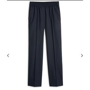 Arket elastic waist wool trousers i str 38De er i perfekt stand. 100% uld  Nypris 750,-
