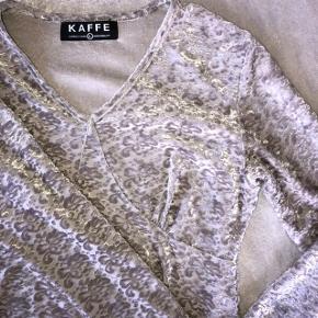 Ægte 90'er kjole fra Kaffe. Passer også en M. Flot velour stof.