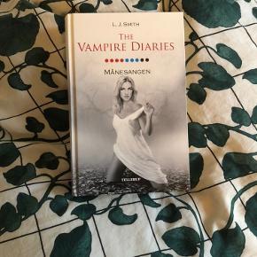 The Vampire Diaries 9 - Månesangen, af L.J. Smith. Aldrig læst. Fra røgfrit hjem :) (Har også nr 5)