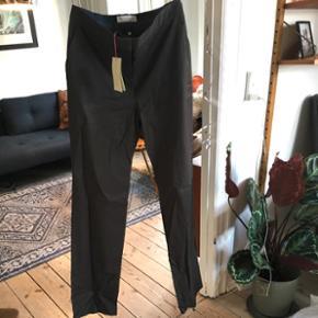 Stella McCartney bukser i mørk grå. Str 46. Kan også passes af 44