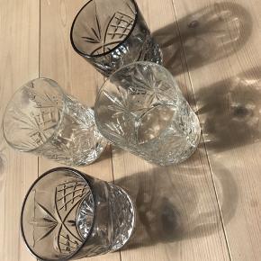Lyngby glas 5stk + 5stk lignende fra Sinnerup i grå/blå tone. Brugt i et par år, men fejler intet