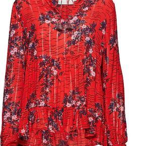 Varetype: Bluse Farve: Multi Oprindelig købspris: 1400 kr.  Smuk bluse fra Munthe. Kun brugt en enkelt gang. Bytter ikke - kom med et bud :)