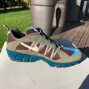 Fede Nike Air Humara, kun brugt få gange. Kassen medfølger, de kan afhentes Kbh NV, Fuglebakken st.