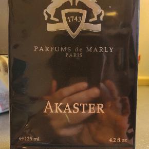 Sælger den gode parfume Marly som både er til mænd og kvinder.  Nypris 2200 sælges til 1700 med fragt.