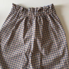 Søde ternede bukser fra h&m. Kun prøvet ✨