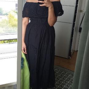 Off- shoulder kjole i str. S  Brugt 3 gange  Nypris: 300 kroner  Bytter ikke  Køber betaler fragt  Husk at forstørre billederne :)