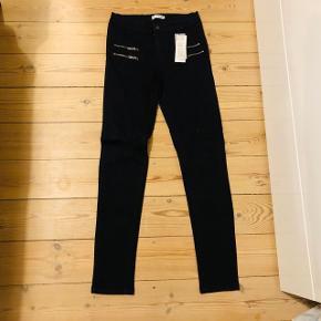 Sælger disse fede sorte jeans fra Vrs fashion str. 38 - helt nye!