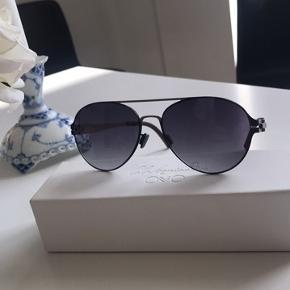 Superfine solbriller lavet af titanium til salg. Salgsprisen ud er 2500kr.  Optisk rigtige glas.  Bytter også gerne mod noget andet.  Mærke OVVO
