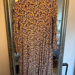 Fin kjole fra PIECES - fejler intet
