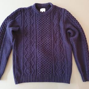 Tyk og kraftig sweater i rigtig god kvalitet, brugt 1 gang