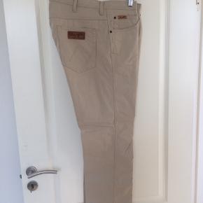 Wrangler ARIZONA STRETCH beige jeans, str W38/L32... 98%bomuld/2%elastan, nypris 700,-..aldrig brugt, pris inkl.porto(DAO), gerne mobilpay eller TS-handel +5%