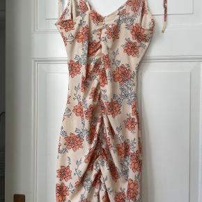 IvyRevel kjole
