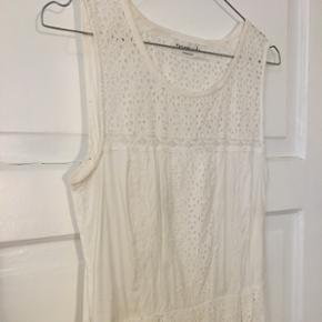 Fineste hvide kjole fra Rosemunde.  Nypris 1499.