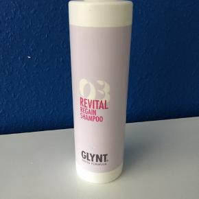 Uåbnet Glynt 03 shampoo 500 ml. Sender selvfølgelig med DAO, ellers kan den afhentes hos mig i Brøndbyøster, og dermed spares prisen på fragt.