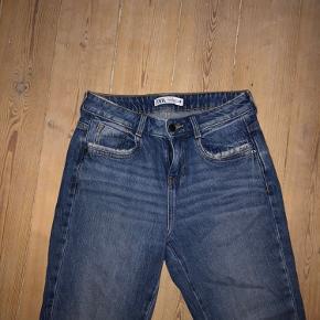 Trompet-ligende jeans fra zara, str 36 Brugt få gange, derfor ligeså gode som nye