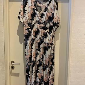 Lækker oversize maxi kjole  Den er som ny , kun brugt en gang