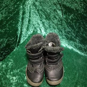 Drenge vinterstøvler str 32, standen er fin, selvom de er brugt, de er med for