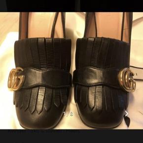 Flotte heels fra Gucci, de er brugt 1 gang så er som nye. De fitter str. 37,5-38.   Indvendig mål 24,5cm  Inkl. Æske, dustbags og kvittering.   Butikspris 4800kr