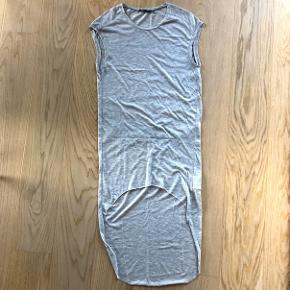 Afslappende kjole længere bag til 👚 Kan sendes på købers regning  💌