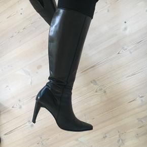 Super flotte støvler fra Chico. Næsten ikke brugt. Ægte læder. Hæl: ca. 10 cm ☺️