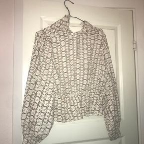 Flot bluse fra Primark. Hvis man vil se lidt fashionable ud er den så fed!