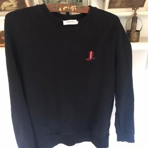 Jeg sælger disse to Calvin Klein sweatshirts, de er slim fit i en størrelse XL. De er i god stand, men brugt nogle gange :) prisen kan ændres!