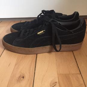 Fede fede sneakers fra Puma, kun gået med to gange, da de desværre er for små til mig. De trænger til imprægnering, da jeg ikke har givet dem forbi de ikke er blevet brugt     #trendsalesfund