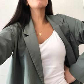 COS frakke, selvom den har været brugt (ikke meget) så er den i rigtig fin stand. Np 1200kr. Mp 450 eks fragt. Køber betaler tspay gebyr. Str M😊Skriv for flere billeder