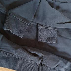 Fin Calvin klein bluse  Str. M Den er ikke brugt ret meget men fordi farven på blusen er en 'sildt' farve ser den mere brugt ud  Se billeder