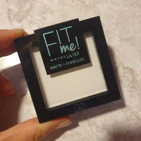 Fit me! Matte + poreless powder. Translucent 90.