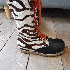 Green comfort str 33 Fine læder støvler brugt men ikke voldsomt mange gange.  I flot stand se billederne
