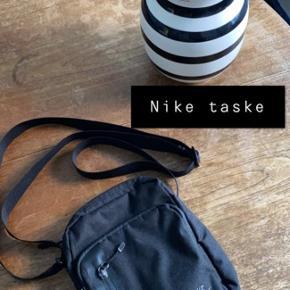 Helt ny smart lille taske fra Nike. Kan både bruges til sport og til helt almindelig brug 🌸