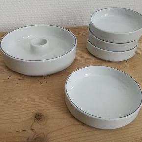 Royal copenhagen blåkant lysestage og skåle. Prisen er det samlede beløb for porcelænet  Porcelænet er i super fin stand  Kan afhentes i Århus N (tæt ved universitetet) eller sendes på købers regning ☺️ Jeg bytter ikke.