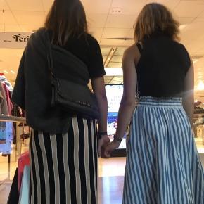Nederdelen til venstre, beige/hvid/sort stribet #30dayssellout
