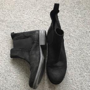 Sixmix støvler str 40 sælges da de kun er blevet en enkelt gange. Nypris 699